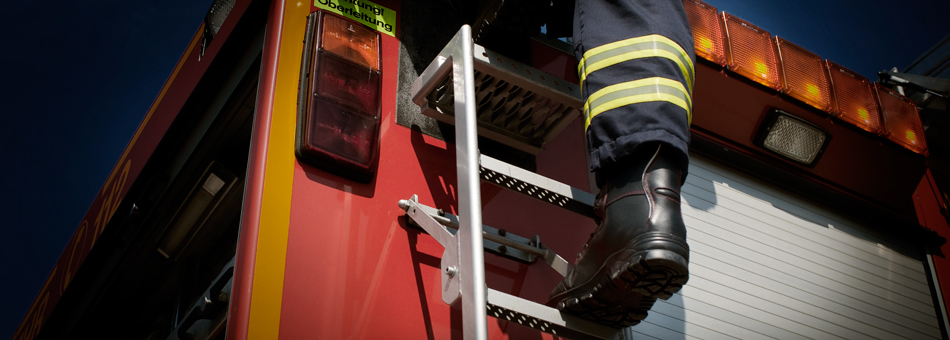 Vöelkl firefightingboots Primus 21 give ideal foothold on ladders